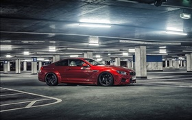 BMW M6 voiture de couleur rouge au parking