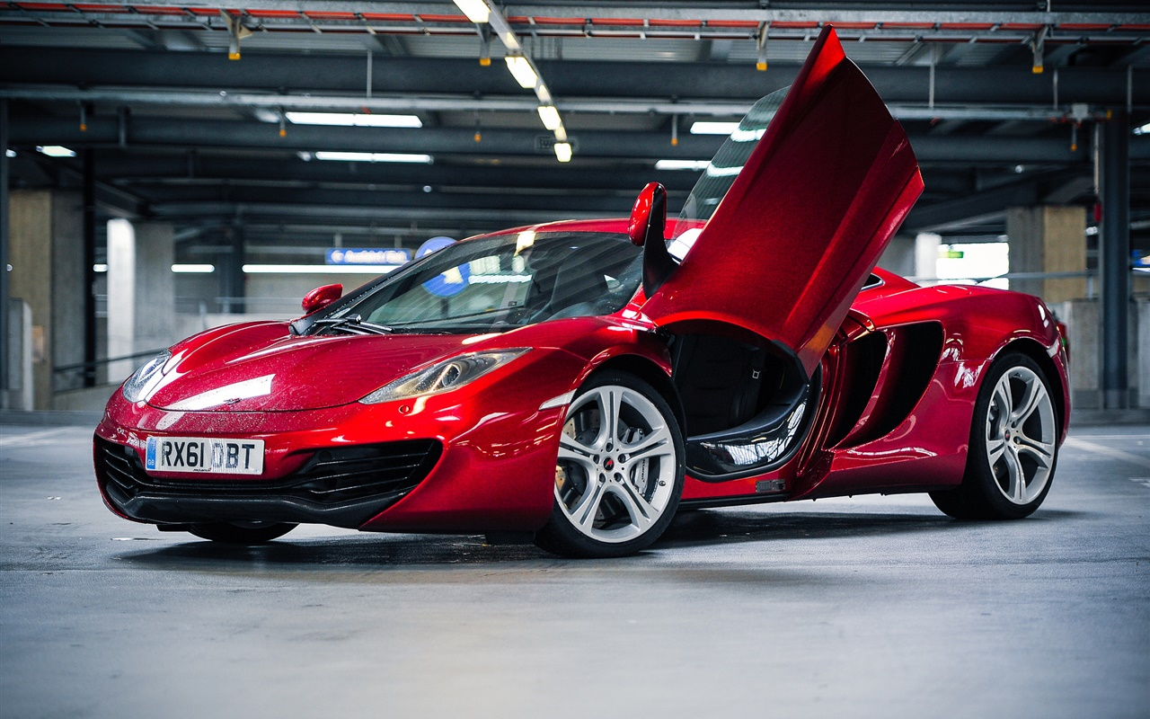 Red McLaren MP4-12C supercar parking 1280x800 Fonds d'écran