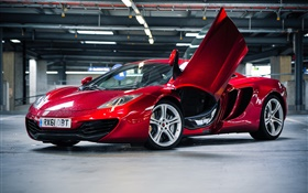 Red McLaren MP4-12C supercar parking HD Fonds d'écran