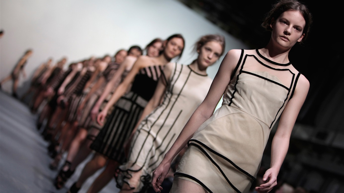 London Fashion Week, modèle de filles 1366x768 Fonds d'écran